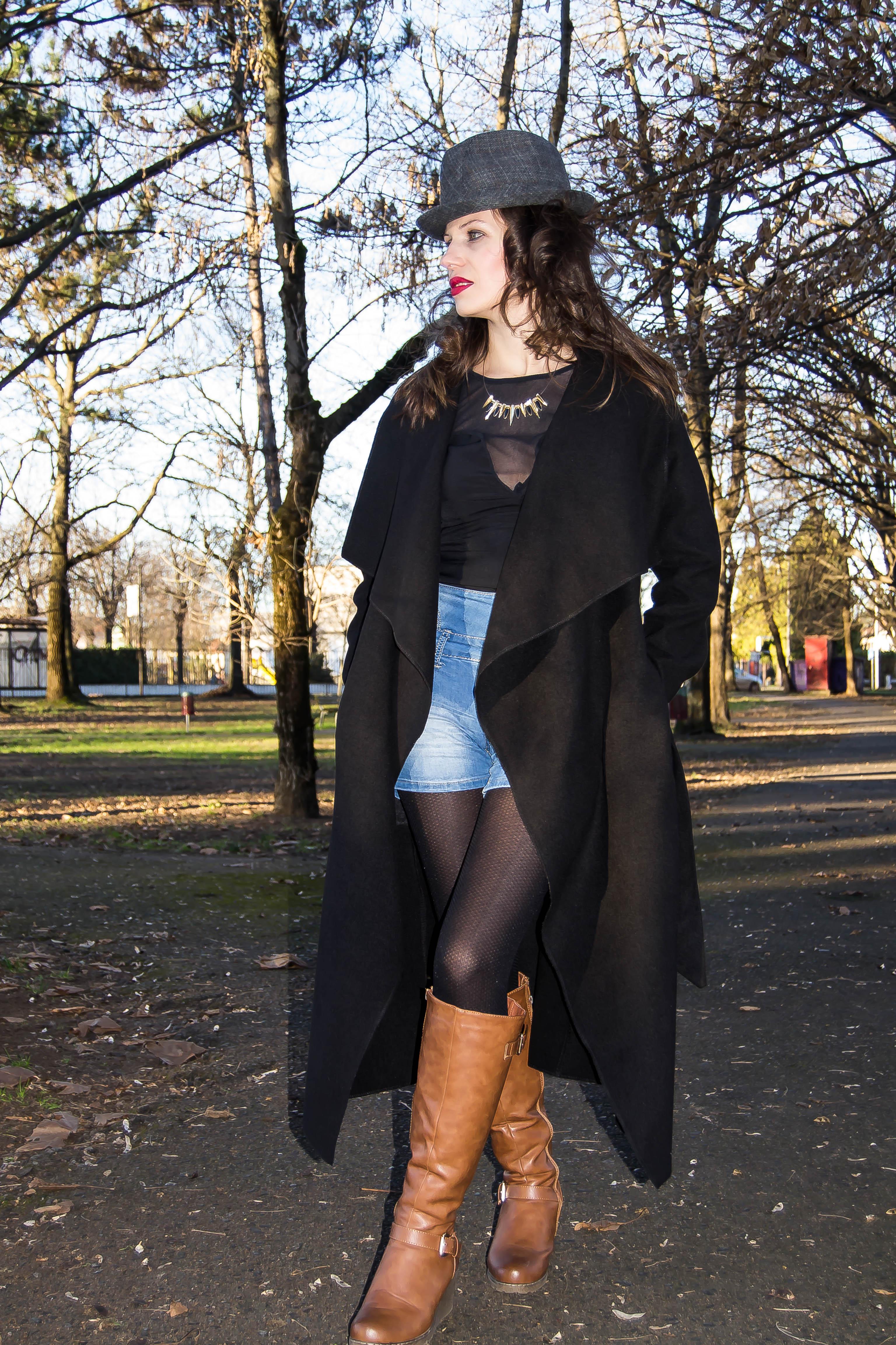 MY OUTFIT  Must-have: Palton lung și pantaloni scurți, iarna
