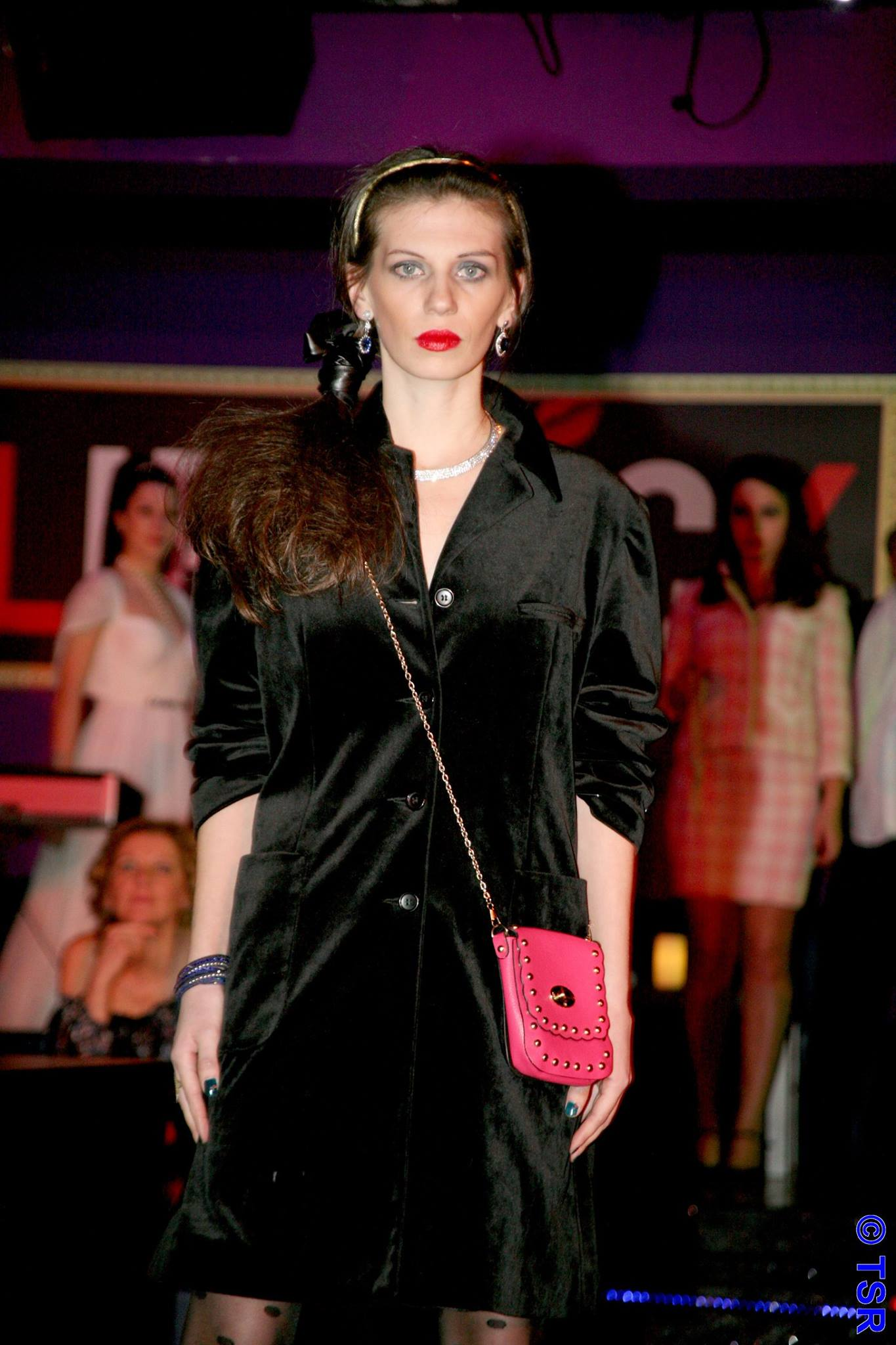 MY OUTFIT  Moda anilor '70:  Sacou negru de catifea
