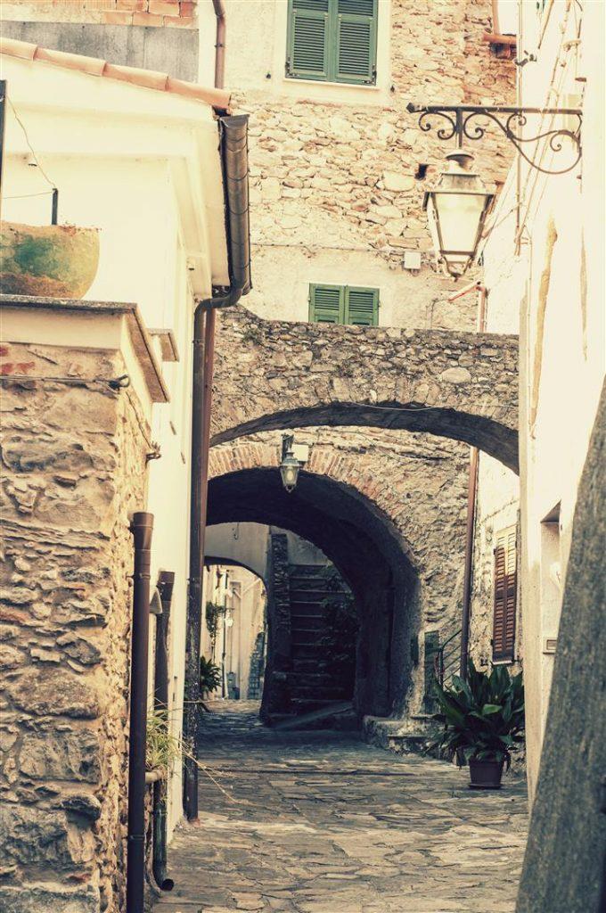 Lifestyle Trips  Zuccarello- unul din cele mai frumoase sate din Italia