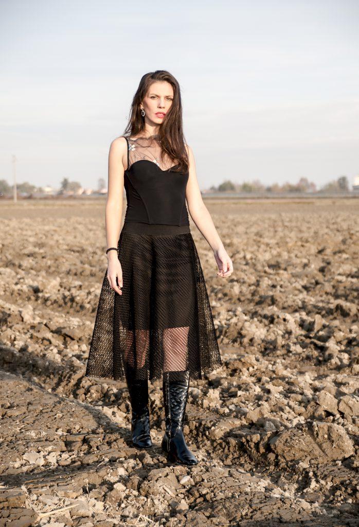 MY OUTFIT Uncategorized @ro  Când toamna e neagră sau gri, pune pe buze un ruj roșu!
