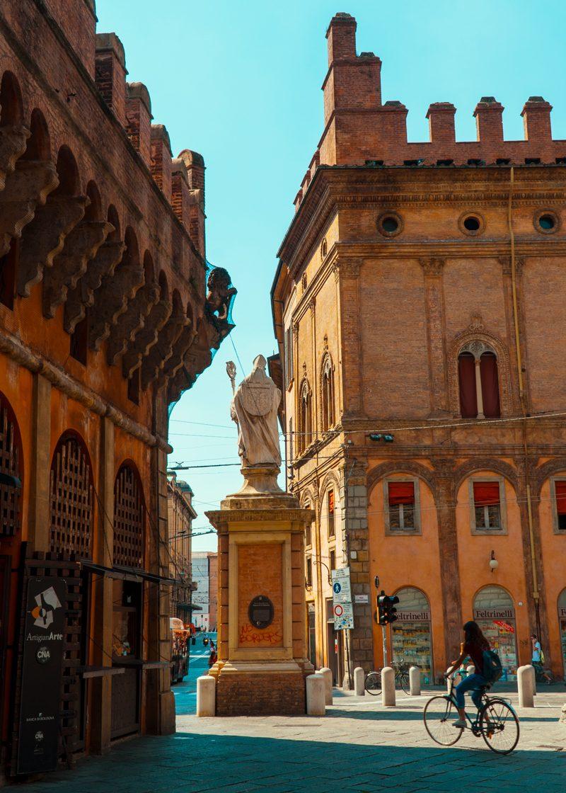Trips  Bologna - ce poți să vizitezi în doar o zi