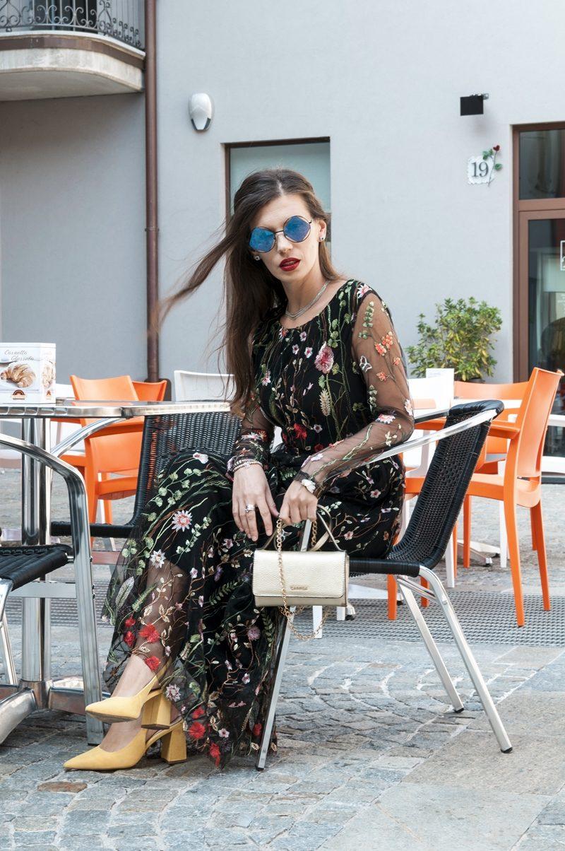 MY OUTFIT  Chicwish Dress: Toamna mea cu flori și umbrele
